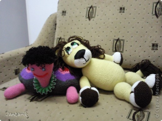 Увидела я у Елены Беловой куклу львёнка и так он мне понравился,что захотелось его связать.Но МК по его изготовлению мне найти не удалось... И тогда я решила всё равно его сделать,так что этот львёнок сделан по фото Елены Беловой,,которая его изготовила по МК AYUVL с сайта Сатилина.Не совсем такой получился,но по-моему хорошенький... фото 6