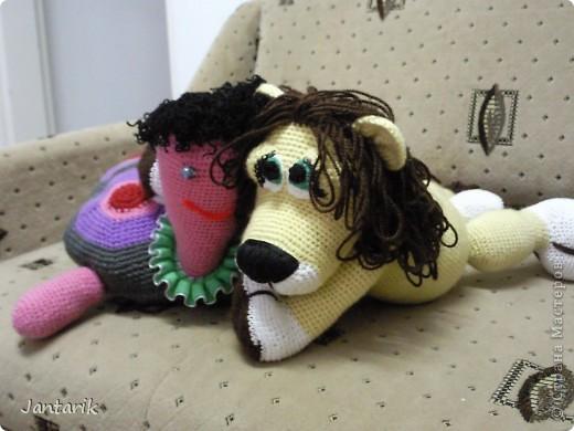 Увидела я у Елены Беловой куклу львёнка и так он мне понравился,что захотелось его связать.Но МК по его изготовлению мне найти не удалось... И тогда я решила всё равно его сделать,так что этот львёнок сделан по фото Елены Беловой,,которая его изготовила по МК AYUVL с сайта Сатилина.Не совсем такой получился,но по-моему хорошенький... фото 7