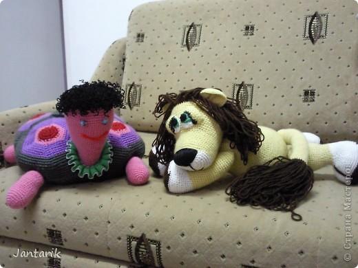 Увидела я у Елены Беловой куклу львёнка и так он мне понравился,что захотелось его связать.Но МК по его изготовлению мне найти не удалось... И тогда я решила всё равно его сделать,так что этот львёнок сделан по фото Елены Беловой,,которая его изготовила по МК AYUVL с сайта Сатилина.Не совсем такой получился,но по-моему хорошенький... фото 5