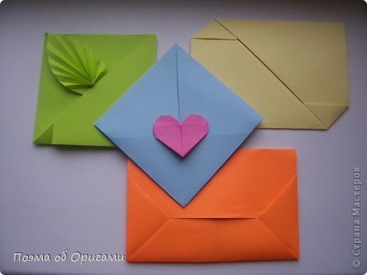 Кто сказал, что бумажные письма писать не модно? Не секрет, что все чаще и чаще на смену им приходят такие сверхбыстрые но бездушные электронные е-мейлы. Быть может, именно оригамисты всего мира в силах вернуть традицию писать бумажные письма, совмещая конверт и вкладываемое письмо -  так, как это было в старину у аристократов. Согласитесь, очень приятно держать в руках бережно завернутую в бумажные складки такую долгожданную для нас весточку. фото 1