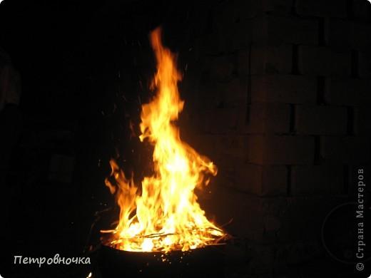 Я очень люблю снимать огонь. Это настолько непредсказуемо. Иногда начинаешь верить, что это мыслящая стихия. Вот огненный заяц. фото 6