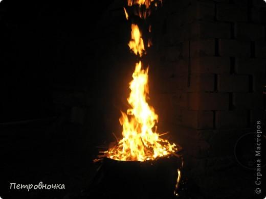 Я очень люблю снимать огонь. Это настолько непредсказуемо. Иногда начинаешь верить, что это мыслящая стихия. Вот огненный заяц. фото 7