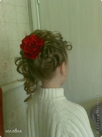 Давно уже хотела попробовать розу из ткани и вот благодаря случаю, выпускному четвероклашки-племяшки, я ее сделала! фото 4