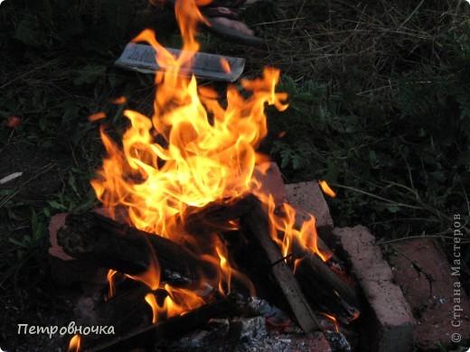 Я очень люблю снимать огонь. Это настолько непредсказуемо. Иногда начинаешь верить, что это мыслящая стихия. Вот огненный заяц. фото 3