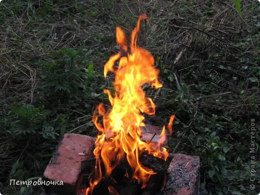 Я очень люблю снимать огонь. Это настолько непредсказуемо. Иногда начинаешь верить, что это мыслящая стихия. Вот огненный заяц. фото 1