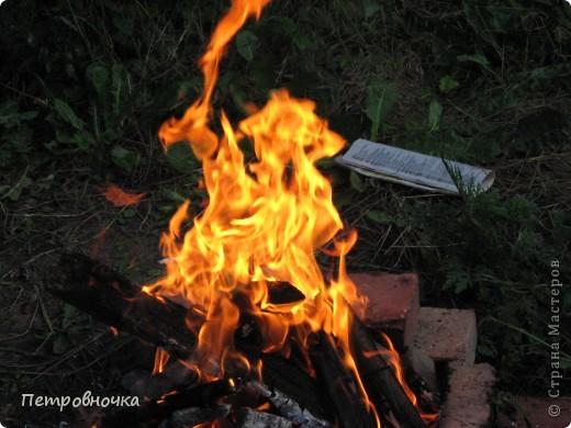 Я очень люблю снимать огонь. Это настолько непредсказуемо. Иногда начинаешь верить, что это мыслящая стихия. Вот огненный заяц. фото 2