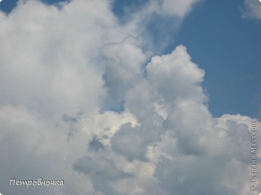 А еще я очень люблю снимать небо. Эта стихия меня завораживает. Небо над нашим храмом всегда разное. фото 2