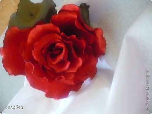 Давно уже хотела попробовать розу из ткани и вот благодаря случаю, выпускному четвероклашки-племяшки, я ее сделала! фото 1