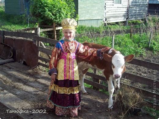 Я живу в старинном селе Усть-Цильма, которое расположено на берегу реки Печора.Наше село славится своими традициями. Каждый год 1 июня проходит детская Горка. Я расту вместе с этим праздником. И я хочу , чтобы как можно больше людей узнали о нашем празднике и полюбили его так , как люблю его я! Это фотография 2003 года. Мне нет ещё и года. Первый выход в свет! фото 12