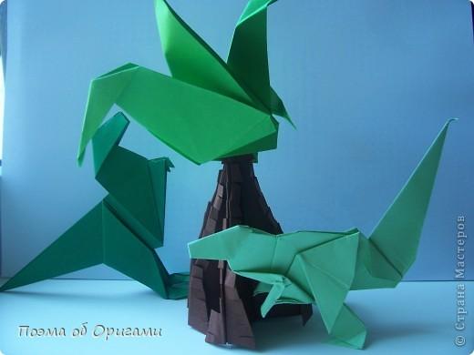 Эра динозавров давно канула в лету. Однако, благодаря открытиям археологов, тема доисторических драконов по-прежнему будоражит умы оригамистов со всего мира. фото 1