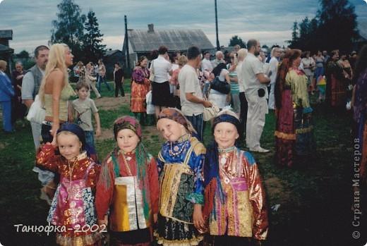Я живу в старинном селе Усть-Цильма, которое расположено на берегу реки Печора.Наше село славится своими традициями. Каждый год 1 июня проходит детская Горка. Я расту вместе с этим праздником. И я хочу , чтобы как можно больше людей узнали о нашем празднике и полюбили его так , как люблю его я! Это фотография 2003 года. Мне нет ещё и года. Первый выход в свет! фото 14