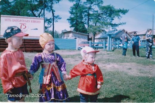 Я живу в старинном селе Усть-Цильма, которое расположено на берегу реки Печора.Наше село славится своими традициями. Каждый год 1 июня проходит детская Горка. Я расту вместе с этим праздником. И я хочу , чтобы как можно больше людей узнали о нашем празднике и полюбили его так , как люблю его я! Это фотография 2003 года. Мне нет ещё и года. Первый выход в свет! фото 2