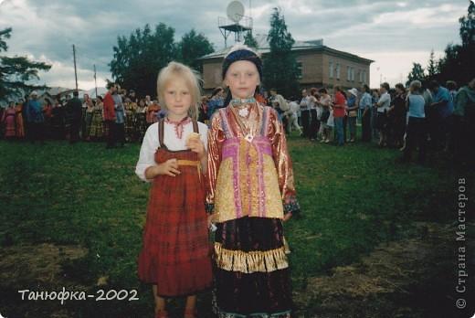 Я живу в старинном селе Усть-Цильма, которое расположено на берегу реки Печора.Наше село славится своими традициями. Каждый год 1 июня проходит детская Горка. Я расту вместе с этим праздником. И я хочу , чтобы как можно больше людей узнали о нашем празднике и полюбили его так , как люблю его я! Это фотография 2003 года. Мне нет ещё и года. Первый выход в свет! фото 15