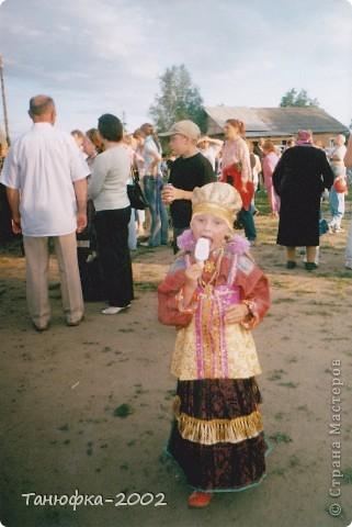 Я живу в старинном селе Усть-Цильма, которое расположено на берегу реки Печора.Наше село славится своими традициями. Каждый год 1 июня проходит детская Горка. Я расту вместе с этим праздником. И я хочу , чтобы как можно больше людей узнали о нашем празднике и полюбили его так , как люблю его я! Это фотография 2003 года. Мне нет ещё и года. Первый выход в свет! фото 8