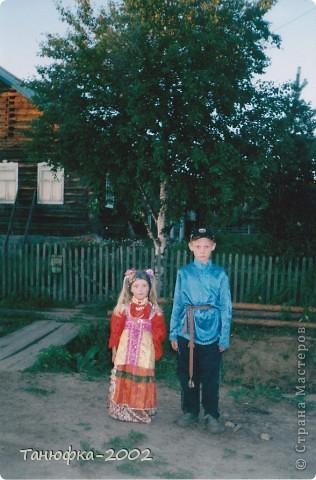 Я живу в старинном селе Усть-Цильма, которое расположено на берегу реки Печора.Наше село славится своими традициями. Каждый год 1 июня проходит детская Горка. Я расту вместе с этим праздником. И я хочу , чтобы как можно больше людей узнали о нашем празднике и полюбили его так , как люблю его я! Это фотография 2003 года. Мне нет ещё и года. Первый выход в свет! фото 6