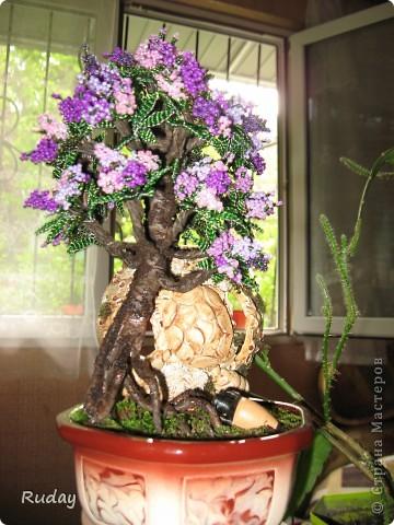Мое первое бисерное дерево.Люблю вышивать, но захотелось сделать дерево, и вот, первая проба пера... фото 1