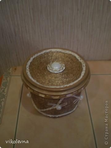 подруга попросила сделать маленькую шкатулочку,под золотишко.была маленькая баночка от сметаны,а получилась шкатулка!!!!!!!! фото 1