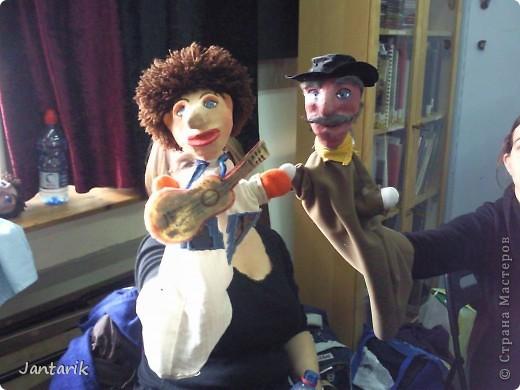 В этом году я учусь на курсе по созданию кукол и работы с ними,а так как я работаю с детьми,то мне это очень пригождается в работе. Мои куклы вы могли видеть в блоге,но мне захотелоось поделиться с вами о том,как проходила учёба,какие куклы были сделаны во время учёбы(не мной). Итак,вот так мы начинали делать кукол из папье-маше.Сначала из пластилина... фото 4