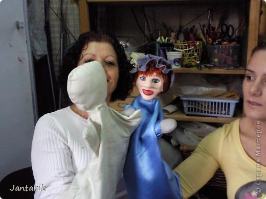 В этом году я учусь на курсе по созданию кукол и работы с ними,а так как я работаю с детьми,то мне это очень пригождается в работе. Мои куклы вы могли видеть в блоге,но мне захотелоось поделиться с вами о том,как проходила учёба,какие куклы были сделаны во время учёбы(не мной). Итак,вот так мы начинали делать кукол из папье-маше.Сначала из пластилина... фото 6