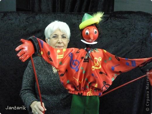 В этом году я учусь на курсе по созданию кукол и работы с ними,а так как я работаю с детьми,то мне это очень пригождается в работе. Мои куклы вы могли видеть в блоге,но мне захотелоось поделиться с вами о том,как проходила учёба,какие куклы были сделаны во время учёбы(не мной). Итак,вот так мы начинали делать кукол из папье-маше.Сначала из пластилина... фото 14
