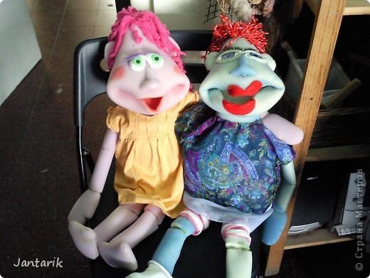 В этом году я учусь на курсе по созданию кукол и работы с ними,а так как я работаю с детьми,то мне это очень пригождается в работе. Мои куклы вы могли видеть в блоге,но мне захотелоось поделиться с вами о том,как проходила учёба,какие куклы были сделаны во время учёбы(не мной). Итак,вот так мы начинали делать кукол из папье-маше.Сначала из пластилина... фото 18