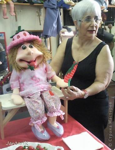 В этом году я учусь на курсе по созданию кукол и работы с ними,а так как я работаю с детьми,то мне это очень пригождается в работе. Мои куклы вы могли видеть в блоге,но мне захотелоось поделиться с вами о том,как проходила учёба,какие куклы были сделаны во время учёбы(не мной). Итак,вот так мы начинали делать кукол из папье-маше.Сначала из пластилина... фото 19