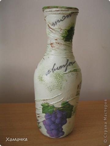 Еще одна ваза из бутылки. Очень понравилась салфетка, но при работе обнаружился недостаток - краска немного размазывается. Хотя клеится удобно фото 2