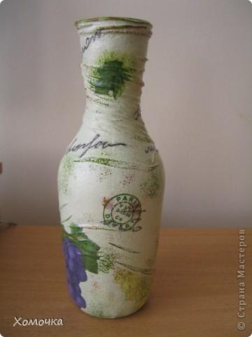 Еще одна ваза из бутылки. Очень понравилась салфетка, но при работе обнаружился недостаток - краска немного размазывается. Хотя клеится удобно фото 3