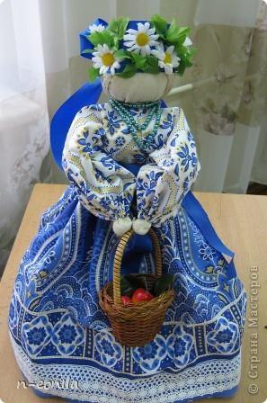 Демьяночка Кукла срочно выполнялась для выставки.Почему 2 -это вторая кукла с таким именем.Голубой цвет - вода. Рядом озера Селигер и Велье. Ромашковые поля. Много яблок и грибов. фото 1