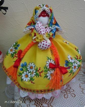 Демьяночка Кукла срочно выполнялась для выставки.Почему 2 -это вторая кукла с таким именем.Голубой цвет - вода. Рядом озера Селигер и Велье. Ромашковые поля. Много яблок и грибов. фото 3
