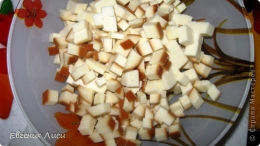 Давно не делала такой супчик, а сегодня готовлю и хочу поделиться с вами рецептом. Просмотрела здесь 167 кулинарных страниц - такого не нашла (и по поиску тоже). Может просмотрела, тогда извините. Ну напомню может быть кому.  Итак: сыр колбасный,копченый; картофель, лук, морковь, зелень, томат или свежие помидорки, мука, соль; замороженные мясные остатки с праздничного стола или сосиски, или др. колбасные изделия, или без них.  фото 4