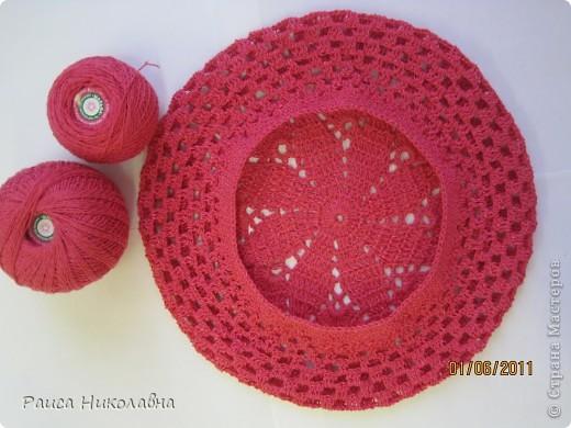 Берет украшен лентой и розочкой. фото 7