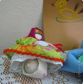 Демьяночка Кукла срочно выполнялась для выставки.Почему 2 -это вторая кукла с таким именем.Голубой цвет - вода. Рядом озера Селигер и Велье. Ромашковые поля. Много яблок и грибов. фото 5