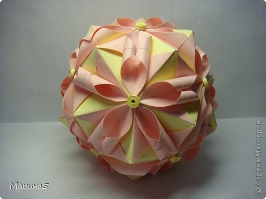 Кусудамы с книги Tomoko Fuse - Floral Globe. Обожаю собирать эти кусудамы. Очень легкие и приятные в сборке. Сборка без клея. Модули 8 на 4 см. Кусудама примерно 8-9 см.  фото 9