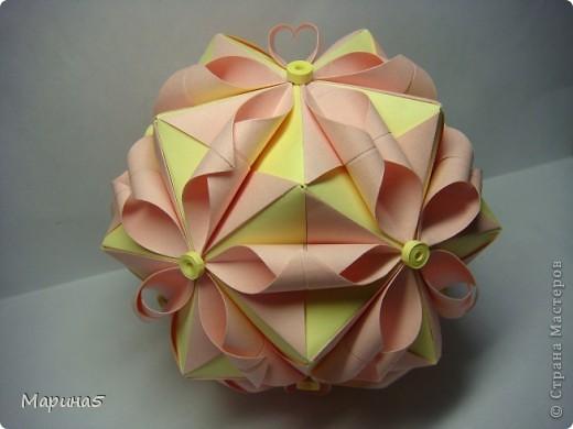 Кусудамы с книги Tomoko Fuse - Floral Globe. Обожаю собирать эти кусудамы. Очень легкие и приятные в сборке. Сборка без клея. Модули 8 на 4 см. Кусудама примерно 8-9 см.  фото 10