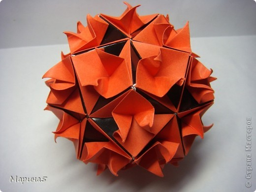 Кусудамы с книги Tomoko Fuse - Floral Globe. Обожаю собирать эти кусудамы. Очень легкие и приятные в сборке. Сборка без клея. Модули 8 на 4 см. Кусудама примерно 8-9 см.  фото 2
