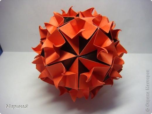 Кусудамы с книги Tomoko Fuse - Floral Globe. Обожаю собирать эти кусудамы. Очень легкие и приятные в сборке. Сборка без клея. Модули 8 на 4 см. Кусудама примерно 8-9 см.  фото 1