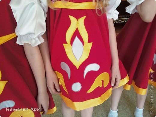 """Такие костюмы я сшила за 2 недели до конкурса """"Солнечные лучики"""", который проходил в нашем городе для детей дошкольного возраста. Фото сделано на рабочей репетиции, поэтому девочки без велых гольфов. фото 2"""