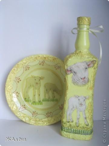 декорированная бутылка, декупажные салфетки,акриловые краски,туалетная бумага. фото 2