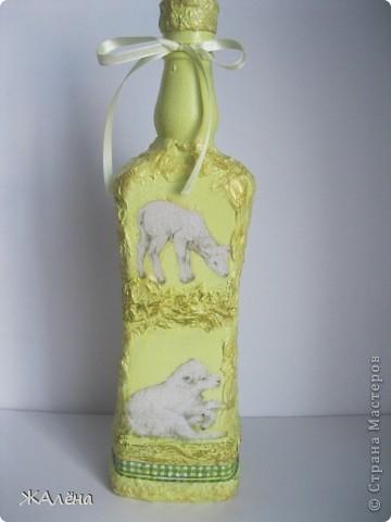 декорированная бутылка, декупажные салфетки,акриловые краски,туалетная бумага. фото 1