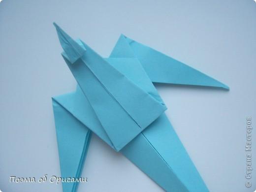 Помните выражение: «свободный, как птица»? Разве это не прекрасно иметь крылья за спиной и парить под солнцем рядом с другими, но не менее свободными  птицами? Даже и не сомневайтесь, в каждом из нас живет одна из таких свободных и прекрасных созданий. Вот бы вовремя раскрыть ее в себе и ясно видеть в других людях… Наша оригами подвеска состоит их трех замечательных птиц: голубя, чайки и ласточки. А так же солнца и тучек. Все элементы складываются очень просто из одинаковых по размеру квадратов.  фото 11