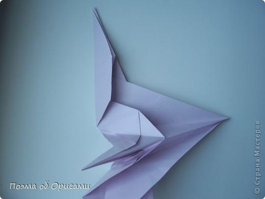 Помните выражение: «свободный, как птица»? Разве это не прекрасно иметь крылья за спиной и парить под солнцем рядом с другими, но не менее свободными  птицами? Даже и не сомневайтесь, в каждом из нас живет одна из таких свободных и прекрасных созданий. Вот бы вовремя раскрыть ее в себе и ясно видеть в других людях… Наша оригами подвеска состоит их трех замечательных птиц: голубя, чайки и ласточки. А так же солнца и тучек. Все элементы складываются очень просто из одинаковых по размеру квадратов.  фото 33
