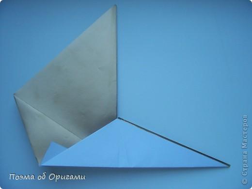 Благодаря пышному, распускаемому веером хвосту, павлин известен как одна из самых красивых птиц в мире. А потому, неспроста в технике оригами известно огромное количество моделей таких красавиц. Эта подвеска состоит сразу из трех видов фигурок данных пернатых. фото 9