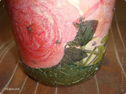 А эту вазочку делала из столь любимой многими бутылки. Коллеге на день рождения. Использовала салфетку, манную крупу, яичную скорлупу, глиттер. фото 5