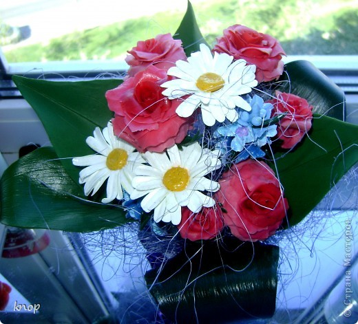 розы с ромашками вид сверху фото 1