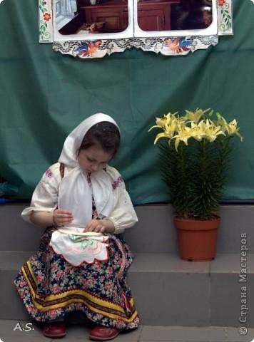 Для спектакля в Воскресной школе шила дочке сарафан, как всегда - в ночь перед спектаклем:))) До этого шила только на кукол, в далёком детстве. Так что это первый опыт. фото 4