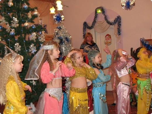 Для спектакля в Воскресной школе шила дочке сарафан, как всегда - в ночь перед спектаклем:))) До этого шила только на кукол, в далёком детстве. Так что это первый опыт. фото 8