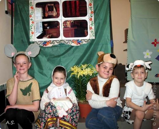 Для спектакля в Воскресной школе шила дочке сарафан, как всегда - в ночь перед спектаклем:))) До этого шила только на кукол, в далёком детстве. Так что это первый опыт. фото 3