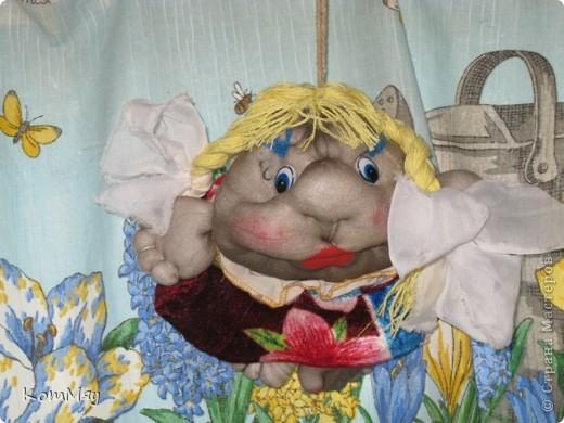 Это Марфушечка-душечка - самая первая моя куколка. Шила  (уж, простите за интимные подробности ) из старых колготок - выстирать-то выстирала, но стрелки-то остались... Но это не помешало мне полюбить мою Марфушечку.   фото 1