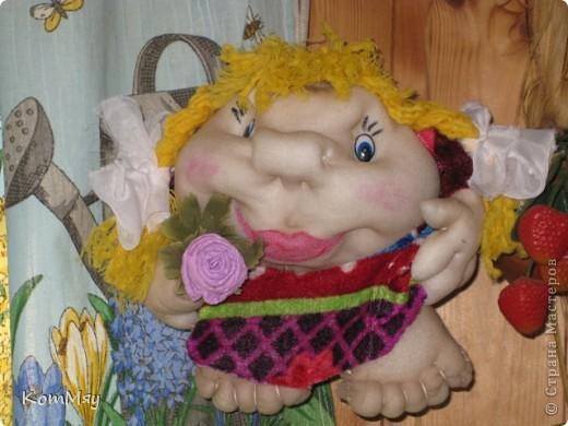Это Марфушечка-душечка - самая первая моя куколка. Шила  (уж, простите за интимные подробности ) из старых колготок - выстирать-то выстирала, но стрелки-то остались... Но это не помешало мне полюбить мою Марфушечку.   фото 2
